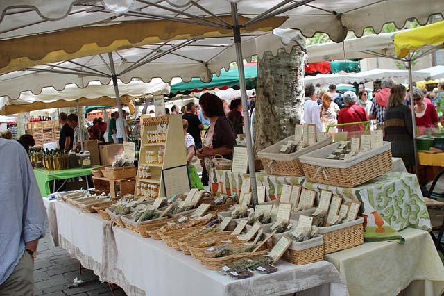 france-market-outdoor-people-pixabay.jpg